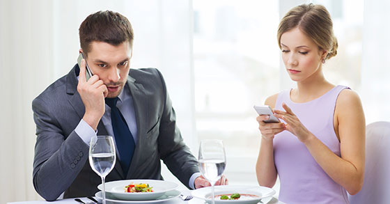 Slow Service? Diners Using Cell Phones Keep Waiters Waiting - 2014 vs. 2004